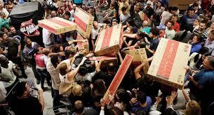 Black Friday crowds, black friday shopping