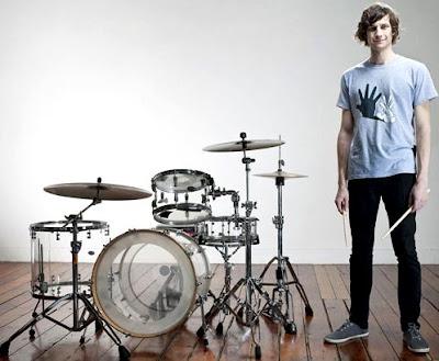 Foto de Goyte posando con su batería