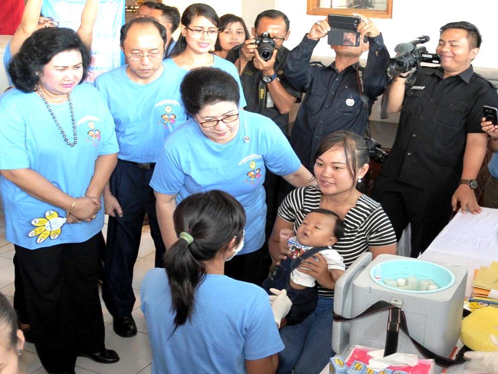 Menteri Kesehatan Memantau Imunisasi di Bali