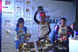 Pódio feminino: Vera Betânia Bazílio (1º lugar), à direita Glauciele de Oliveira (2º lugar) e Thamires Moreira (3º lugar)