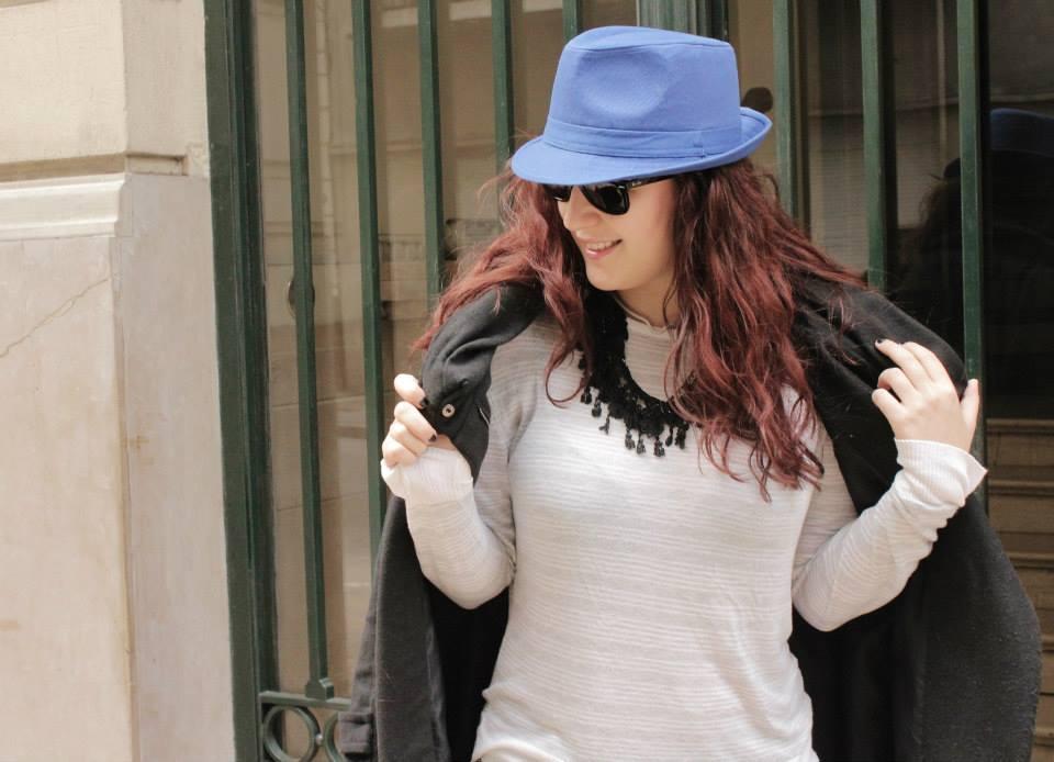 Como usar un sombrero azúl