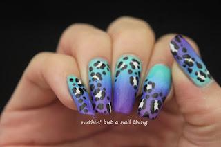 Gradient leopard print nail art