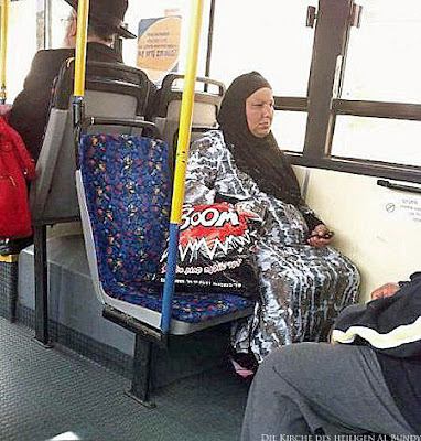 Lustige muslimische Frau im Bus - Terrorgefahr Boom witzig