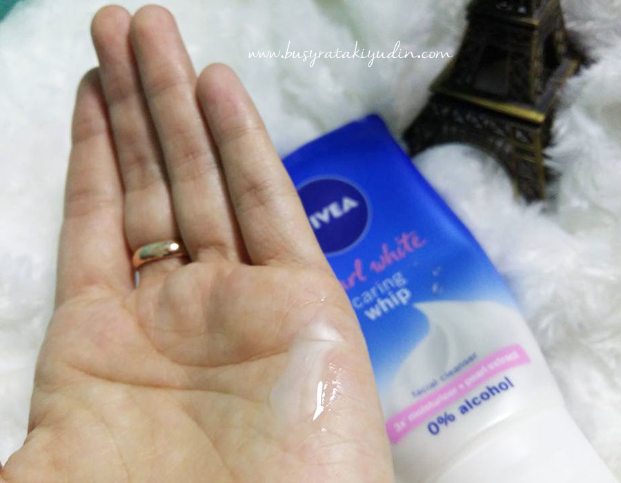 nivea pearl white caring whip, pencuci muka, 3x moisturizer, pearl extract, combination skin, kulit berminyak, melembap kulit, nivea,