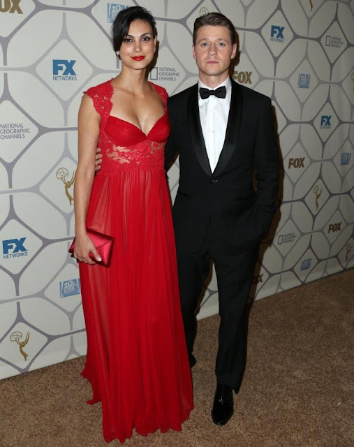Morena Baccarin and Benjamin Mckenzie pose for picture just got married