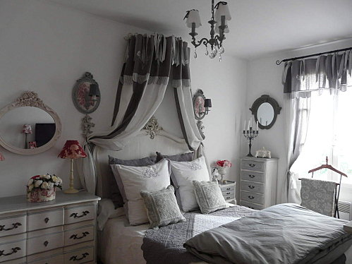 d co tableau personnaliser son int rieur le baldaquin comme dans un lit de princesse. Black Bedroom Furniture Sets. Home Design Ideas