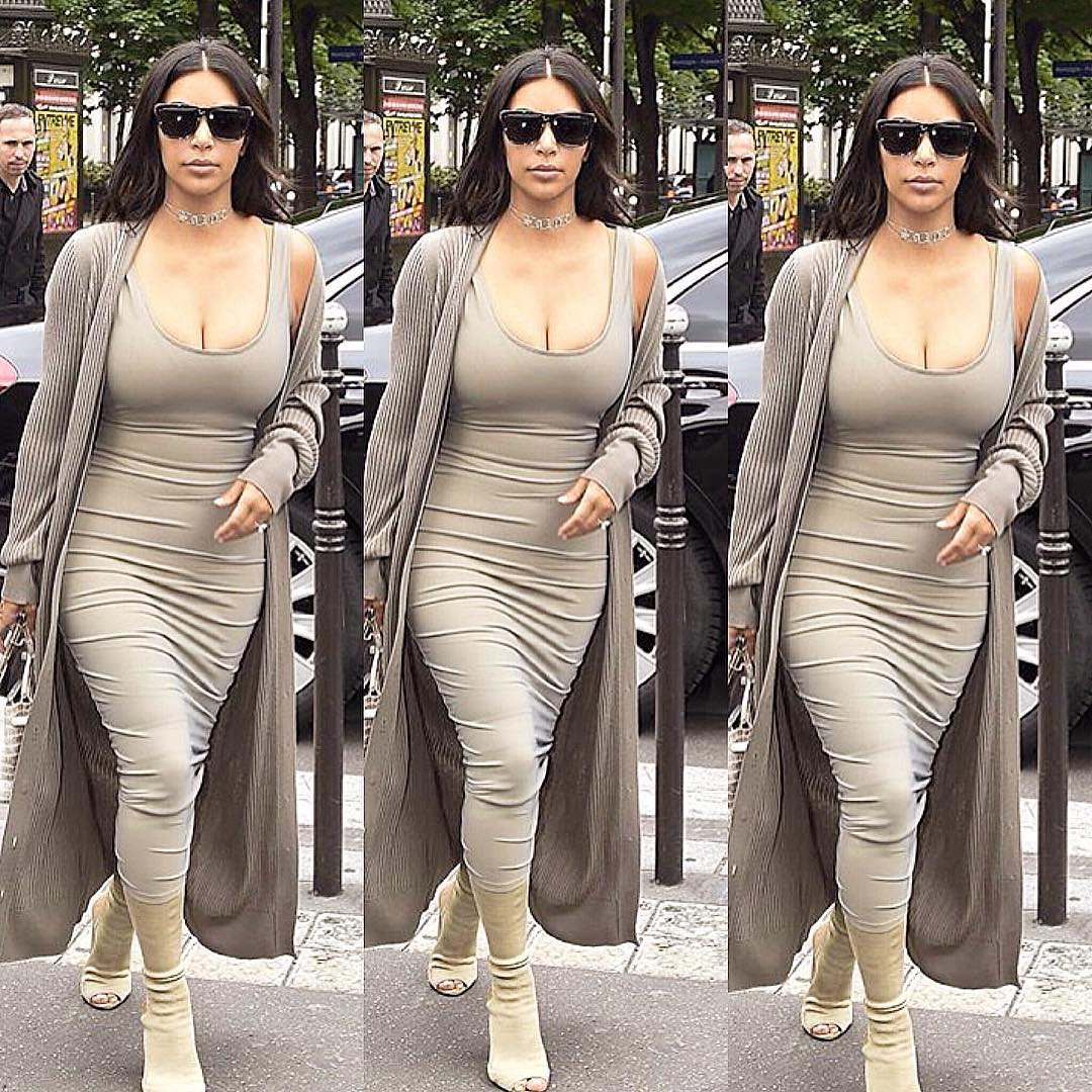 Kim khardashian hottest cleavage Pictures