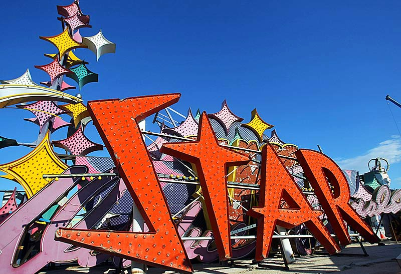 things-to-do-las-vegas-downtown-neon-museum-boneyard-vintage-signs