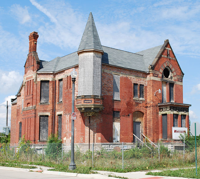 Two Traveling Beans: Historic Homes In Ruin
