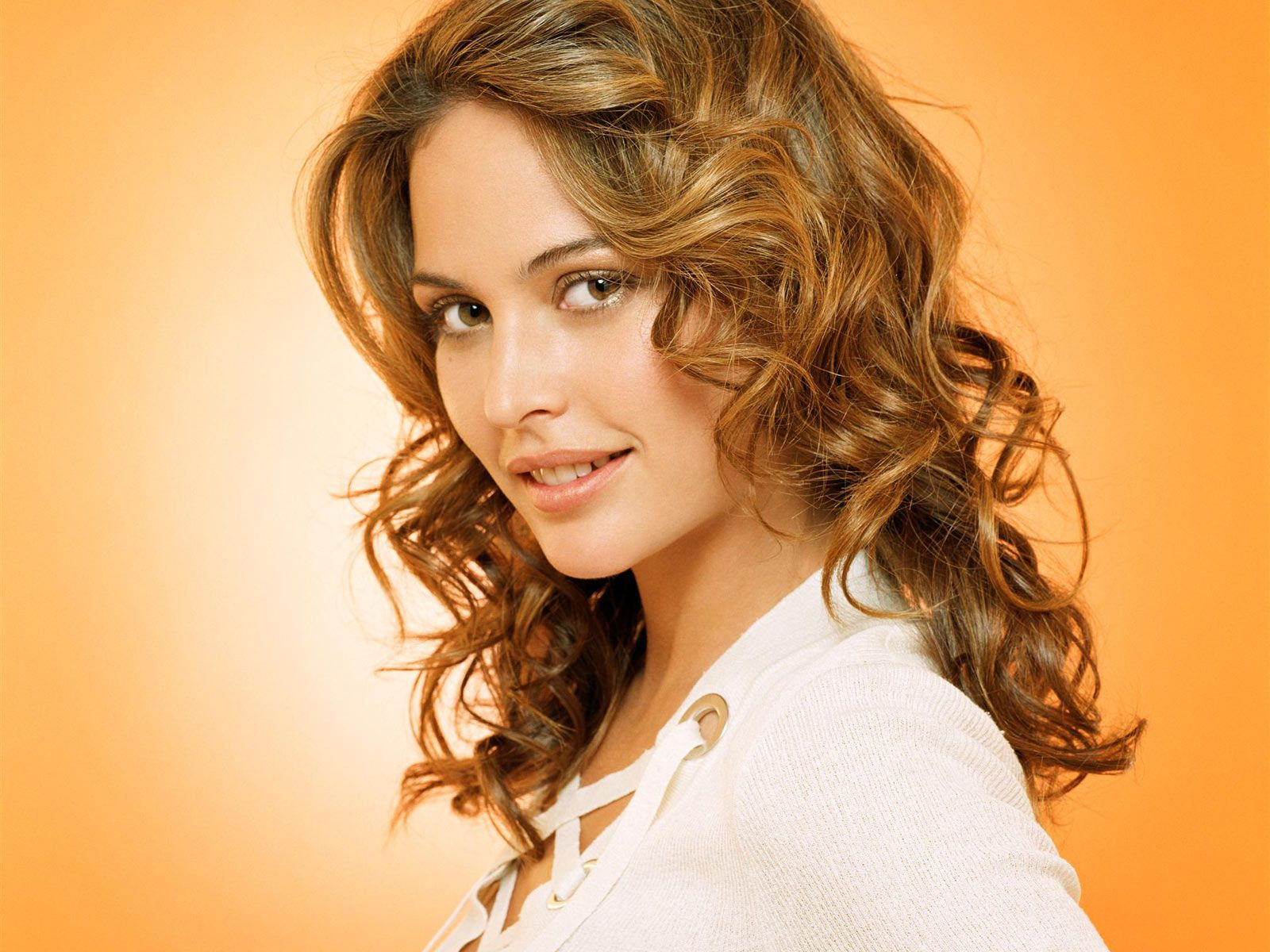 http://2.bp.blogspot.com/-nTMIejvyTLI/TdnHUtl_9dI/AAAAAAAAADU/hl-n0KocVUY/s1600/girl-on-orange-wallpapers_11942_1600x1200.jpg