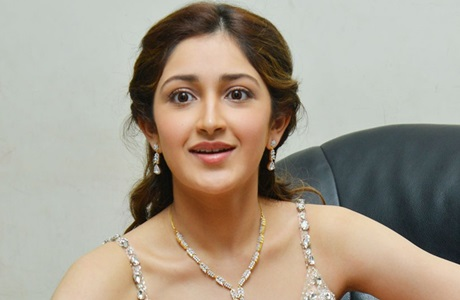 Actress Sayesha Saigal speaks about Thala, Thalapathi : Fans shocked