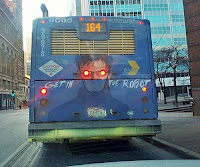 Lustiger bemalter Bus - Rote Augen