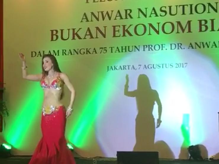 Heboh Video Penampilan Tari Perut di Depan Menteri