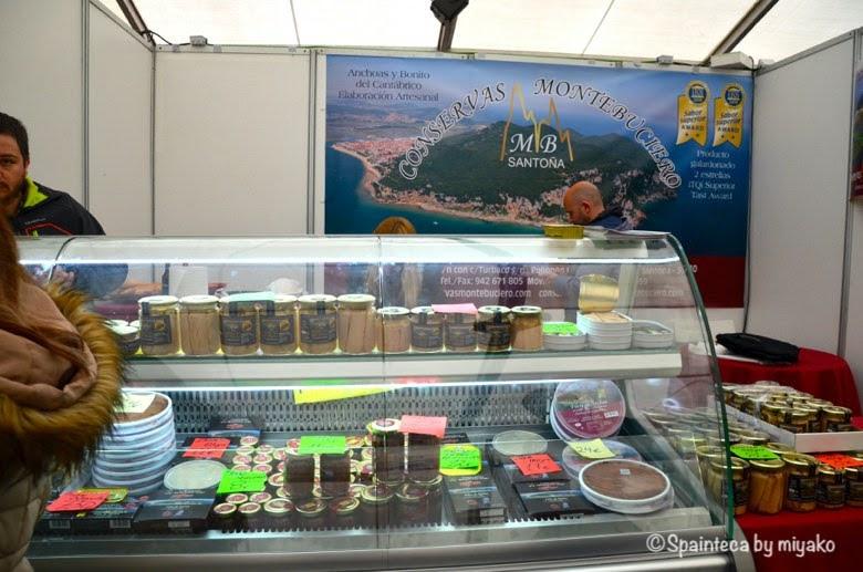 北スペイン・サントーニャ村のアンチョビ祭りの展示販売