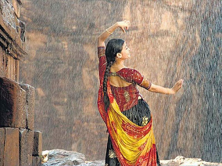 Aishwarya Rai Dancing In Rain