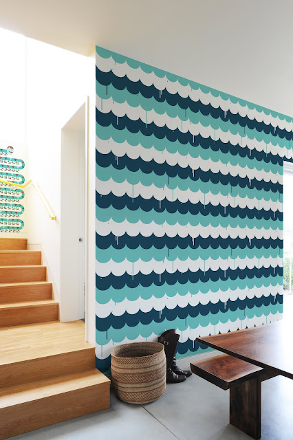 navy, turquoise and white scalloped wallpaper