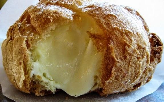 Bignè con crema pasticcera.