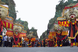 Cari Jasa Travel Malang Ponorogo ???  Astro Travel Saja !!!
