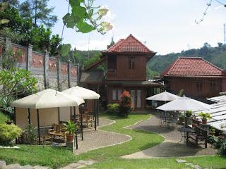 Villa Bantal Guling Lembang Bandung