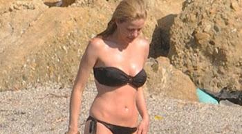 ΔΕΙΤΕ τη Ζέτα Μακρυπούλια στην παραλία!!