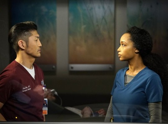 "NUP 186099 0026 595 Spoiler%2BTV%2BTransparent - Chicago Med (S04E17) ""The Space Between Us"" Episode Preview + Clip"