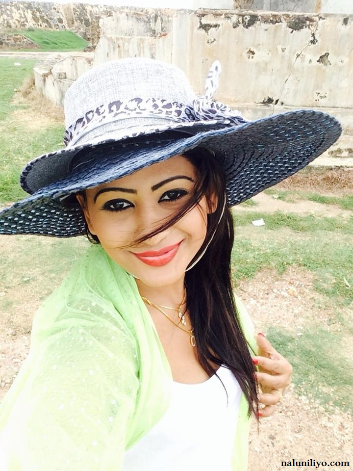 hot piumi hansamali with boyfriend leaked photos