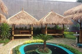 Saung-bambu-atap-ilalang