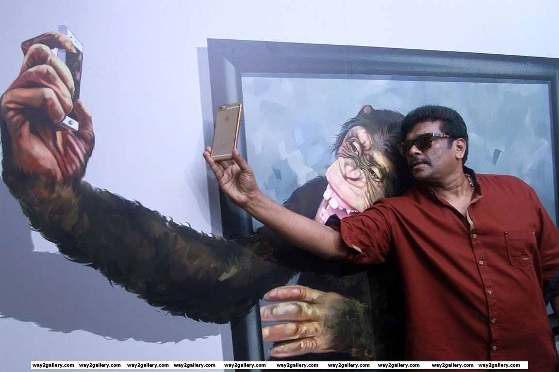 Parthiban takes a selfie at Chennais Click Art Museum