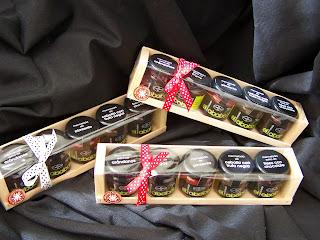 Lote a Caja de madera con cinco variedades de mermeladas el Ababol