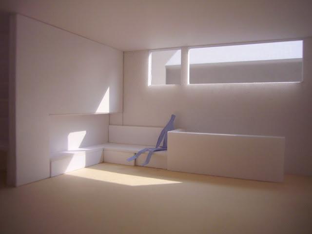 光に満たされる高天井の上品な黒い家 室内の光についての検討3
