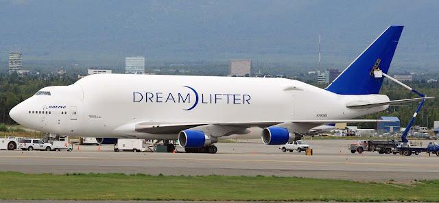 Boeing 747 Büyük Kargo Uçağı Dreamlifter N780BA