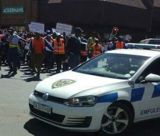 South African police officers stage protest against Nigerians (photos)