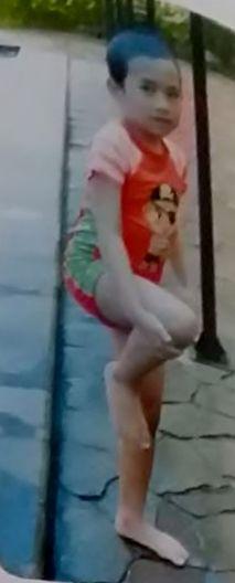 pemanasan dan peregangan sebelum anak belajar berenang di kolam