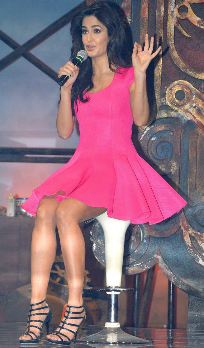 Katrina Kaif beautiful legs, Katrina Kaif hot photos, Katrina Kaif in dhoom 3