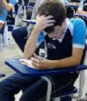 Dik17: Candidato Estudando Concentrado