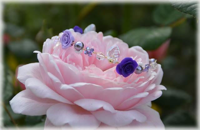 bracelet mariée or et mauve avec roses en porcelaine
