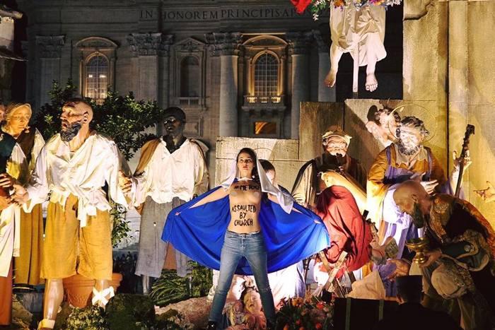 Движение Femen провело акцию в Ватикане