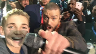 Young fan reacts to Justin Timberlake Super Bowl selfie