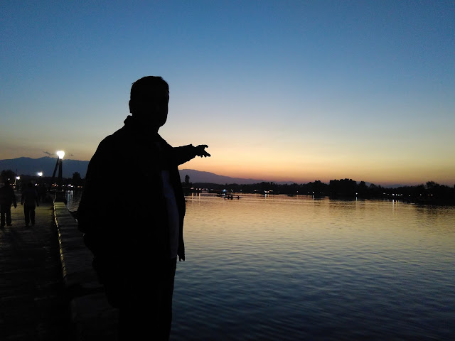sunset in dal lake