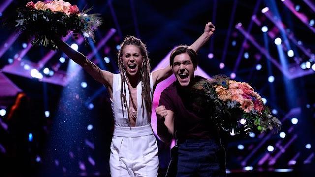 Mariette y Benjamin Ingrosso tras ganar la segunda semifinal del Melodifestivalen 2017 (Photo: Stina Stjernkvist/SVT)