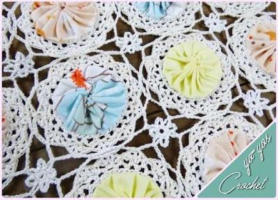 Motivos en crochet-ganchillo con yo-yos de tela rellenos