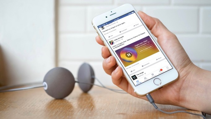 Facebook launches new features for iOS app [video]