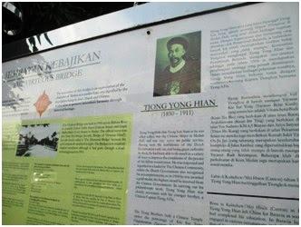 Papan informasi berisi keterangan sejarah dibuatnya Jembatan Kebajikan untuk menghormati dan mengenang jasa Tjong Yong Hian.