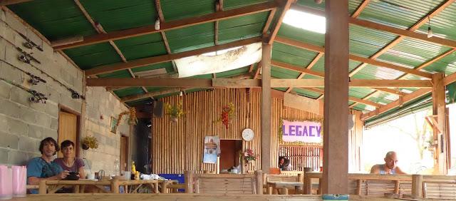 El mejor restaurante para desayunar, comer o cenar en Tonsai.  Sao, su propietaria, además de tener exquisitas manos para la cocina es la bondad y la amabilidad personificada.