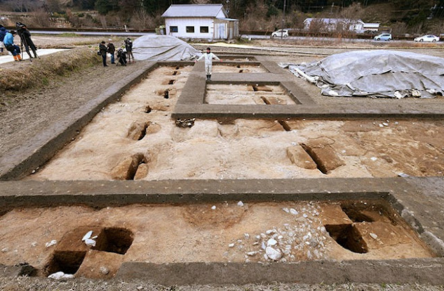 7th-century Japan site yields traces of grand banquet hall for nobility