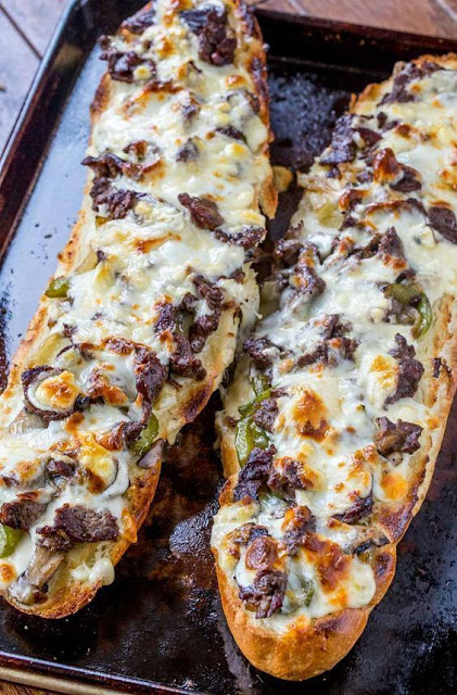 Phílly Cheese Steak Cheesy Bread