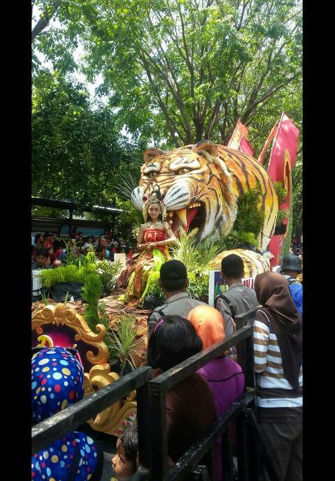 Karnaval unik probolinggoan pawai budaya dan pendidikan