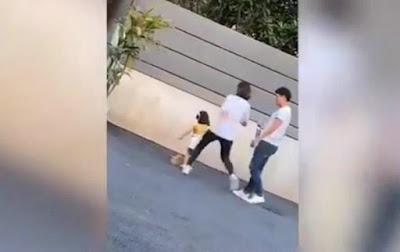 Madre patea a su hija de 3 años por no posar bien