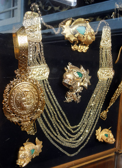 peranakan gold jewelry