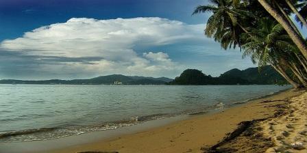 Menghabiskan Akhir Pekan di Padang Sambil Menikmati Keindahan Pantai Nirwana